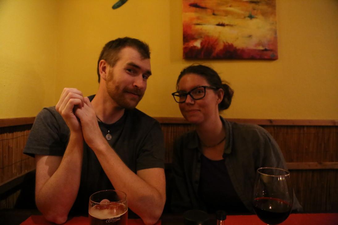 Hampus och Elin på restaurang